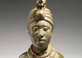 A  bronze sculpture depicting Oduduwa