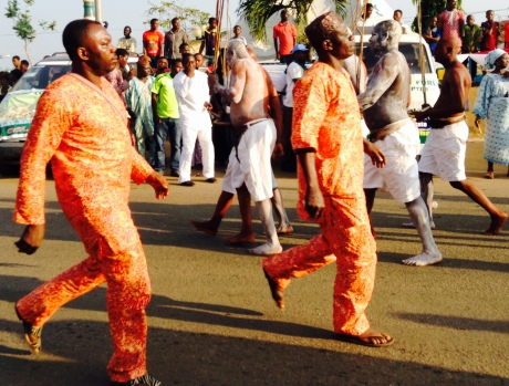 Proud Ife Indigenes stepping at Olojo- everyone  is proud to be part of the celebrations.